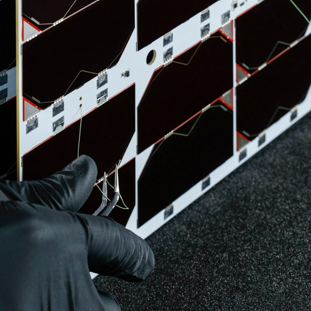 6u-cubesat-deployable-solar-panel-endurosat (4)