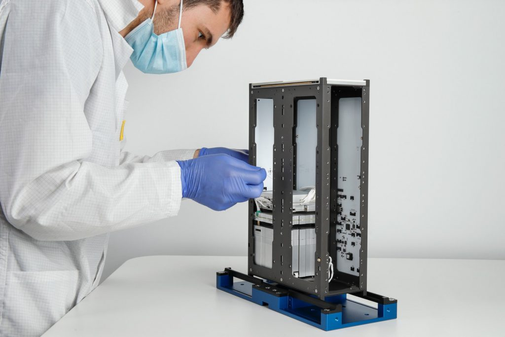 6u-cubesat-structure-platform-nanosat-endurosat-10-min