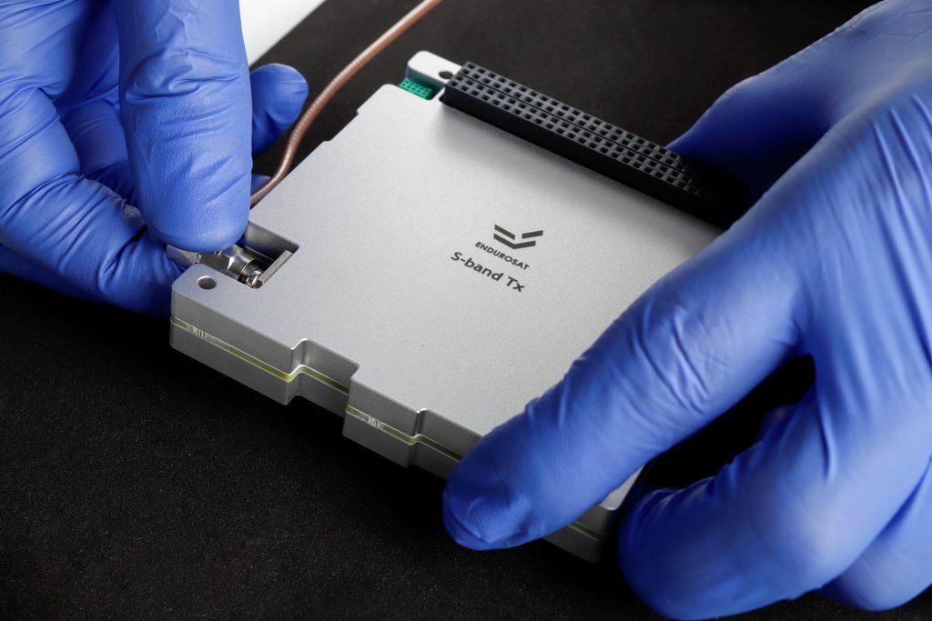 cubesat-s-band-transmitter-tx-images-endurosat-04