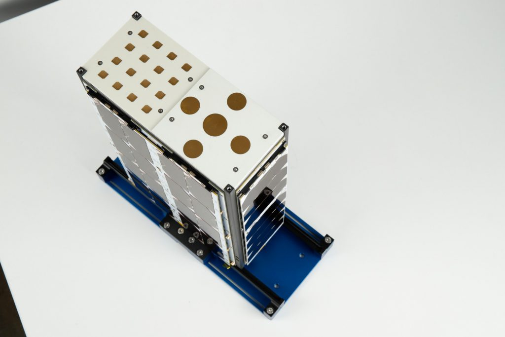 cubesat-s-band-x-band-unf-antennas-images-endurosat-03