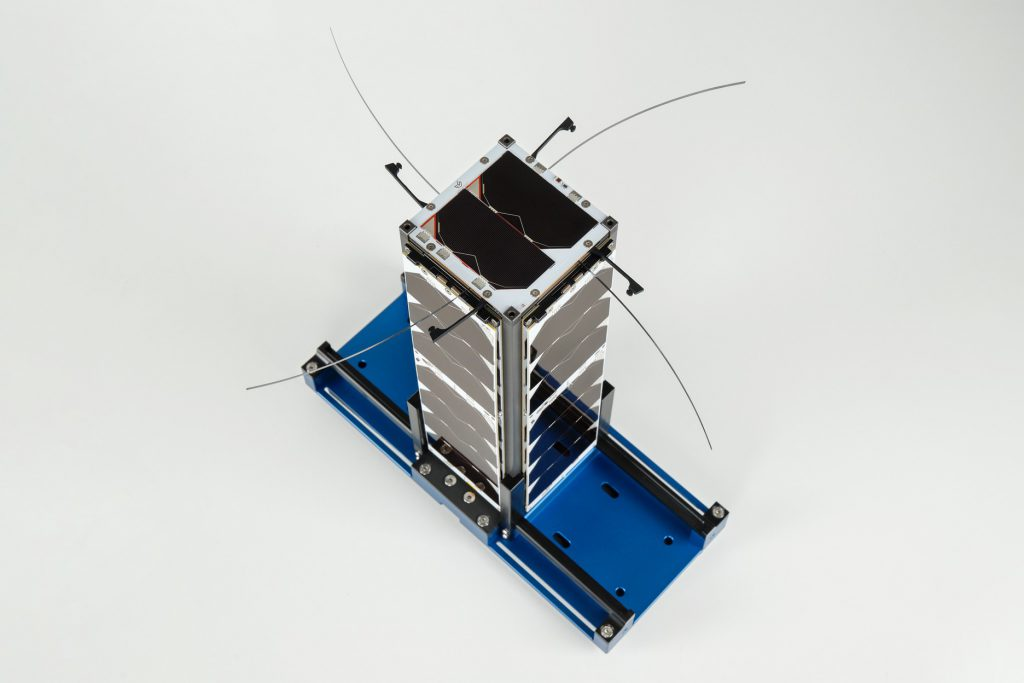 cubesat-s-band-x-band-unf-antennas-images-endurosat-10