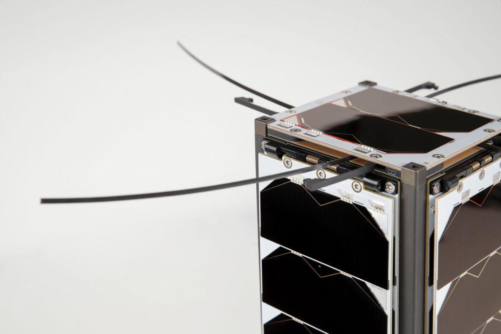 cubesat-s-band-x-band-unf-antennas-images-endurosat-12